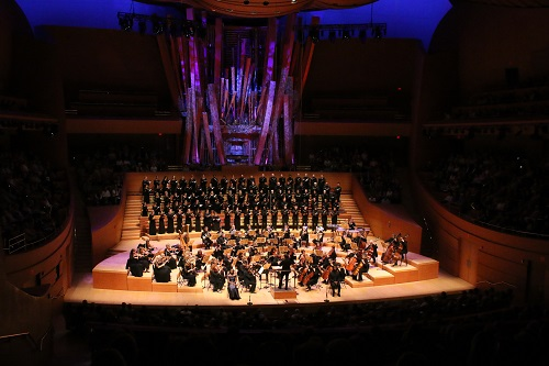 Los Angeles Master Chorale and Orchestra, Grant Gershon and soloists Jeanine De Bique and Justin Hopkins. Photo: Patrick Brown