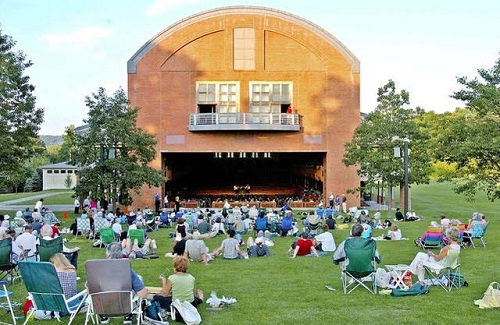 Seiji Ozawa Hall at the Tanglewood Music Center © Stu Rosner