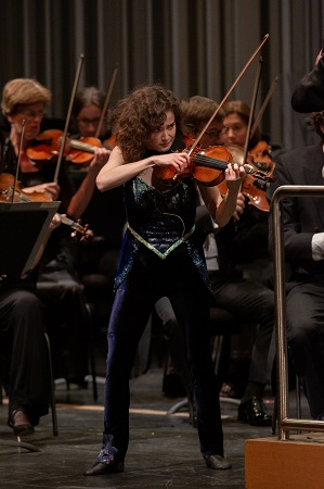 Sandy Cameron playing Danny Elfman's 'Eleven Eleven' © Luis Luque/The Soraya, CSUN